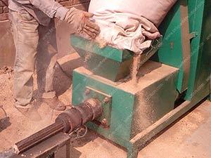 screw bio briquettes machine is producing biomass briquette